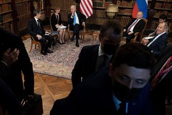 Phóng viên Nga - Mỹ xô đẩy nhau gây hỗn loạn Hội nghị thượng đỉnh Putin-Biden