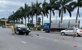 Tin tức tai nạn giao thông chiều 10/7: Xe máy đấu đầu ô tô, 2 thanh niên nguy kịch