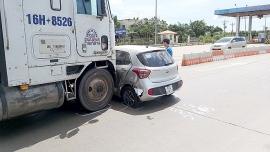 Tin tức tai nạn giao thông (TNGT) nóng nhất chiều 19/7: Xe đầu kéo tông ngang xe con, đẩy đoạn dài trên cao tốc