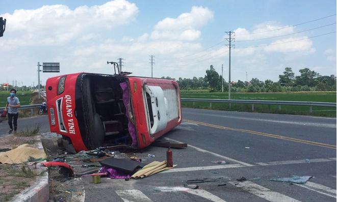 Tin tức tai nạn giao thông (TNGT) chiều 25/7: Container tông ôtô khách lật ngang, 2 người tử vong