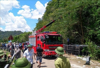 Tin tức tai nạn giao thông (TNGT) chiều 26/7: Công an điều tra tài xế vụ lật xe 13 người tử vong tại Quảng Bình