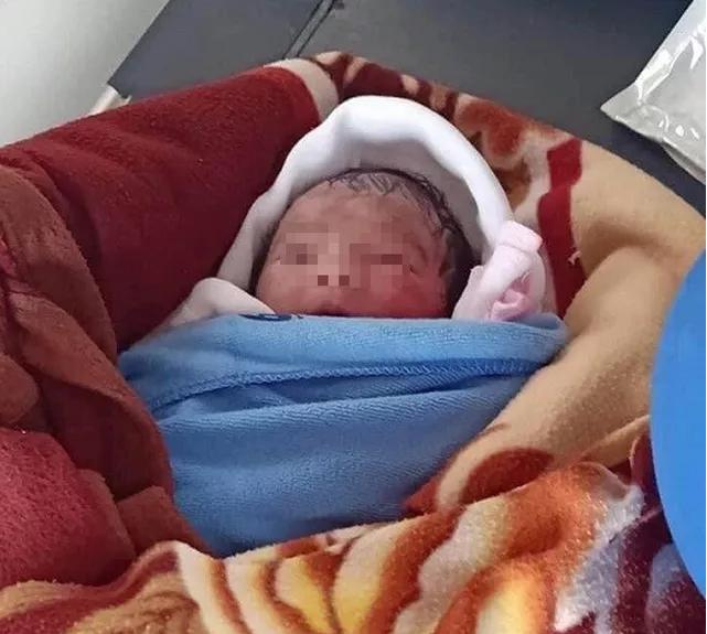 Tin tức thời sự 24h trong ngày: Phát hiện bé gái sơ sinh không áo quần bị bỏ rơi ngoài ruộng dưới trời nắng nóng