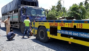 Tin tức tai nạn giao thông (TNGT) chiều 30/7: Xe tải chở gạch mất lái, tông liên hoàn trên cầu Rạch Miễu, nhiều người thoát chết trong gang tấc