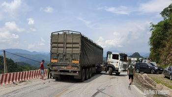 Tin tức tai nạn giao thông (TNGT) chiều 31/7: Va chạm với xe đầu kéo ở Hòa Bình, mẹ tử vong thương tâm, con nguy kịch