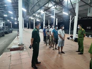Tin tức trong ngày mới nhất: Phát hiện nhóm người từ Đà Nẵng đi bộ theo đường bờ biển ra Huế để trốn cách ly