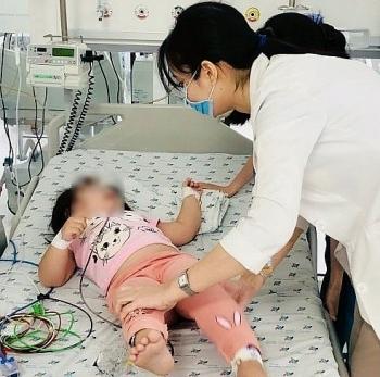 Tin tức trong ngày 6/8: Cháu 3 tuổi ăn nhầm thuốc trộn cơm do bà nội dùng bẫy chuột