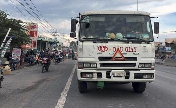 Tin tức tai nạn giao thông sáng 8/8: Nam thanh niên ngã xuống đường sau va chạm, bị bánh xe tải chèn qua cán tử vong
