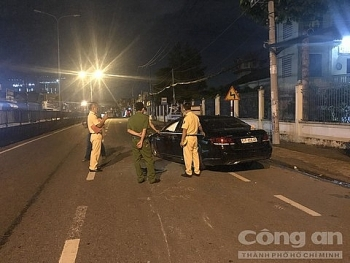 Tin tức tai nạn giao thông sáng 9/8: Mercedes nhào lộn như phim hành động, tài xế nhất định không chịu đo nồng độ cồn