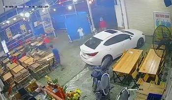 Tin tức pháp luật nóng nhất sáng 12/8: Truy bắt nhóm thanh niên đập phá quán nhậu ở Sài Gòn