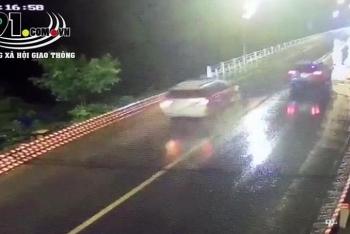 Tin tức tai nạn giao thông (TNGT) nóng nhất chiều 29/8: Lấn làn vượt ẩu, ô tô tông chết nam sinh đi xe đạp điện