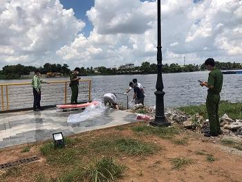 Tin tức 24h trong ngày mới nhất: Phát hiện thi thể phụ nữ đang phân hủy trên sông Sài Gòn, nhận định tử vong từ 4-5 ngày trước