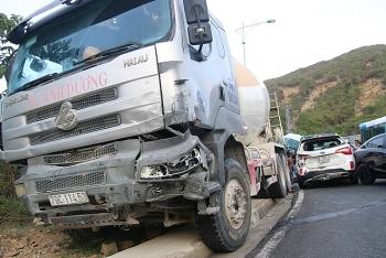 Tin tức tai nạn giao thông sáng 31/8: 8 ôtô đang dừng tránh tai nạn thì bị xe trộn bê tông lao từ phía sau đâm hàng loạt
