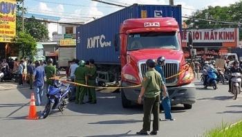 Tin tức tai nạn giao thông sáng 5/9:  Container ôm cua tại ngã ba, cán 2 cô gái tử vong thương tâm