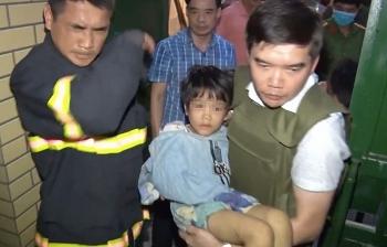 Tin tức 24h trong ngày mới nhất: Bé gái 6 tuổi bị bố và người tình giam giữ, đánh đập dã man đến gãy cánh tay