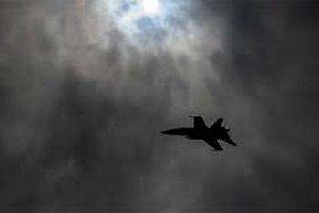 Video: Tiêm kích Mỹ tiếp nhiên liệu trên không ngoạn mục giữa đêm giông bão