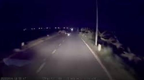 Tai nạn giao thông chiều 16/9: Ngã văng sau khi đâm vào đống rơm ven đường, người phụ nữ bị ô tô cán qua nguy kịch