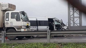 Tai nạn giao thông chiều 19/9: Tài xế container bẻ lái thần sầu tránh va chạm với xe ô tô con do đi vào đường ngập nước
