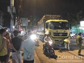 Tai nạn giao thông sáng 24/9: Cha đón con đi học về, bị xe tải cuốn vào gầm tử vong thương tâm