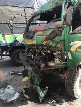 Tai nạn giao thông chiều 24/9: Lái xe chở keo đâm vào đuôi xe tải, tài xế gãy nát chân trong ca bin