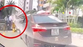 Tai nạn giao thông sáng 25/9: Tài xế ô tô túm tóc, hành hung người phụ nữ đi xe máy sau va chạm
