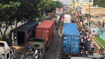 Tai nạn giao thông chiều 25/9: Hai xe container tông nhau ở TP.HCM, giao thông ùn tắc 5km
