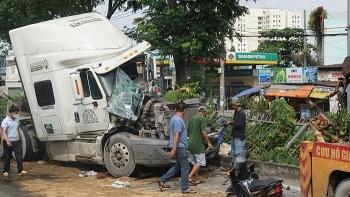 Tai nạn giao thông chiều 1/10: Tạm giữ 17 quái xế đua xe lúc rạng sáng