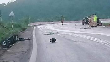 Tai nạn giao thông chiều 5/10: Hai xe máy đấu đầu trên Quốc lộ 6, 3 người thương vong