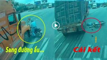 Camera giao thông: Tạt đầu xe container, người đàn ông bị húc văng xuống đường