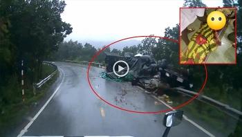 Camera giao thông: Hiện trường vụ lật xe đầu kéo trên cung đường lên Cửa khẩu quốc tế Cha Lo