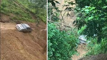 Tai nạn giao thông chiều 16/10: Sạt lở ở Sơn La, một xe bán tải bị cuốn xuống vực