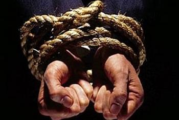 Thông tin pháp luật sáng 23/10: Bay từ TP.HCM ra Hà Nội bắt cóc nạn nhân rồi chở về Nam Định đánh đập