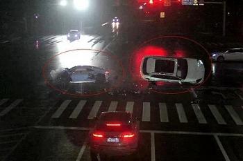 Camera giao thông: Audi R8 vượt đèn đỏ, tông văng Porsche Cayenne