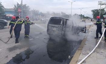 Tai nạn giao thông sáng 28/10: Ô tô bốc cháy dữ dội, tài xế hoảng hốt đạp tung cửa thoát thân