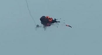 Cận cảnh khoảnh khắc máy bay Azerbaijan bị bắn rụng ở Karabakh
