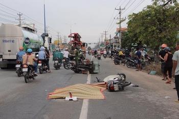 Tai nạn giao thông chiều 29/10: 2 xe máy va chạm đúng lúc xe phun bê tông đi qua và cái kết bi thảm