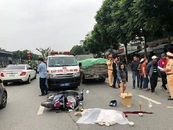 Tai nạn giao thông sáng 1/11: Va chạm với xe tải chở xi măng, nữ sinh tử vong tại chỗ