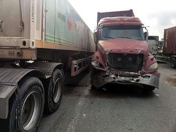 Tai nạn giao thông chiều 3/11: Xe container lao điên cuồng giữa ngã tư, cán nhiều phương tiện bẹp dúm