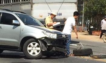 Tai nạn giao thông sáng 6/11: Sang đường, 2 học sinh bị ôtô 4 chỗ tông kinh hoàng