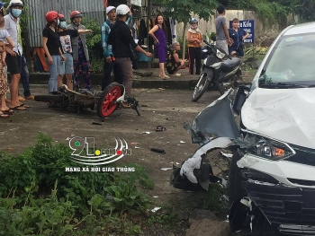 Tai nạn giao thông sáng 9/11: Lấn làn tông trực diện ôtô 4 chỗ, thanh niên phóng Honda Sonic nguy kịch
