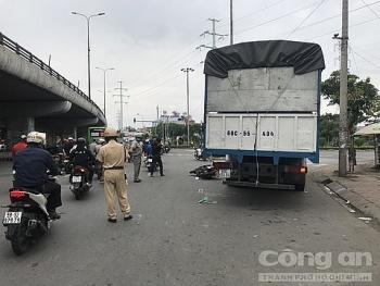 Tai nạn giao thông chiều 9/11: Từ Tây Ninh lên Sài Gòn thuê luật sư bào chữa cho con, hai vợ chồng bị xe tải tông thương vong