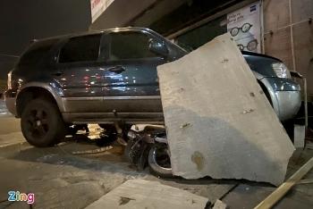 Tai nạn giao thông sáng 11/11: Ôtô 7 chỗ tông hàng loạt xe máy ở TP.HCM, đâm vào cửa hàng ven đường rồi mới dừng lại