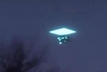 Video: Vật thể bí ẩn nghi UFO bất ngờ xuất hiện trên bầu trời Nga