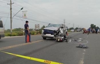 Tai nạn giao thông sáng 21/11: Ô tô và xe máy đâm trực diện, hai nạn nhân văng xa, tử vong thương tâm
