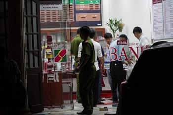 Thông tin pháp luật sáng 27/11: Truy bắt thanh niên nghi cầm lựu đạn cướp ngân hàng Agribank ở Đồng Nai
