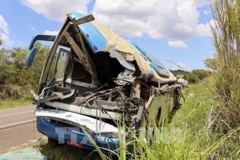 Xe buýt và xe tải đâm nhau thảm khốc ở Brazil, ít nhất 37 người chết