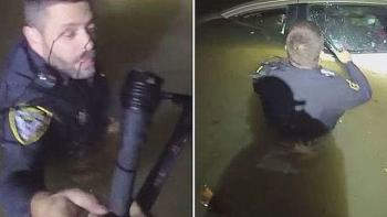 Video: Người phụ nữ ngủ quên trên tay lái, xe trượt khỏi đường và rơi xuống sông chìm dần