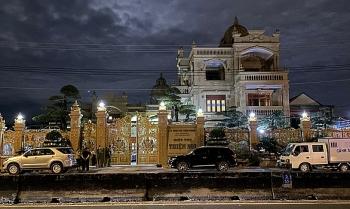 Thông tin pháp luật sáng 2/12: Khám xét nhà ông chủ siêu biệt thự dát vàng ở Bà Rịa - Vũng Tàu trong đêm