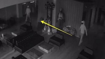 Video: Tên trộm hoảng hồn chạy