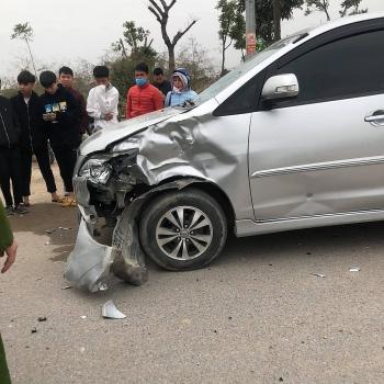Tai nạn giao thông chiều 20/12: Đâm mạnh vào đầu ô tô, nam thanh niên điều khiển xe gắn máy ngã văng xuống đường tử vong
