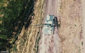 """Video: Xe tăng của Nga thực hiện pha nhảy dù """"khó tin"""""""